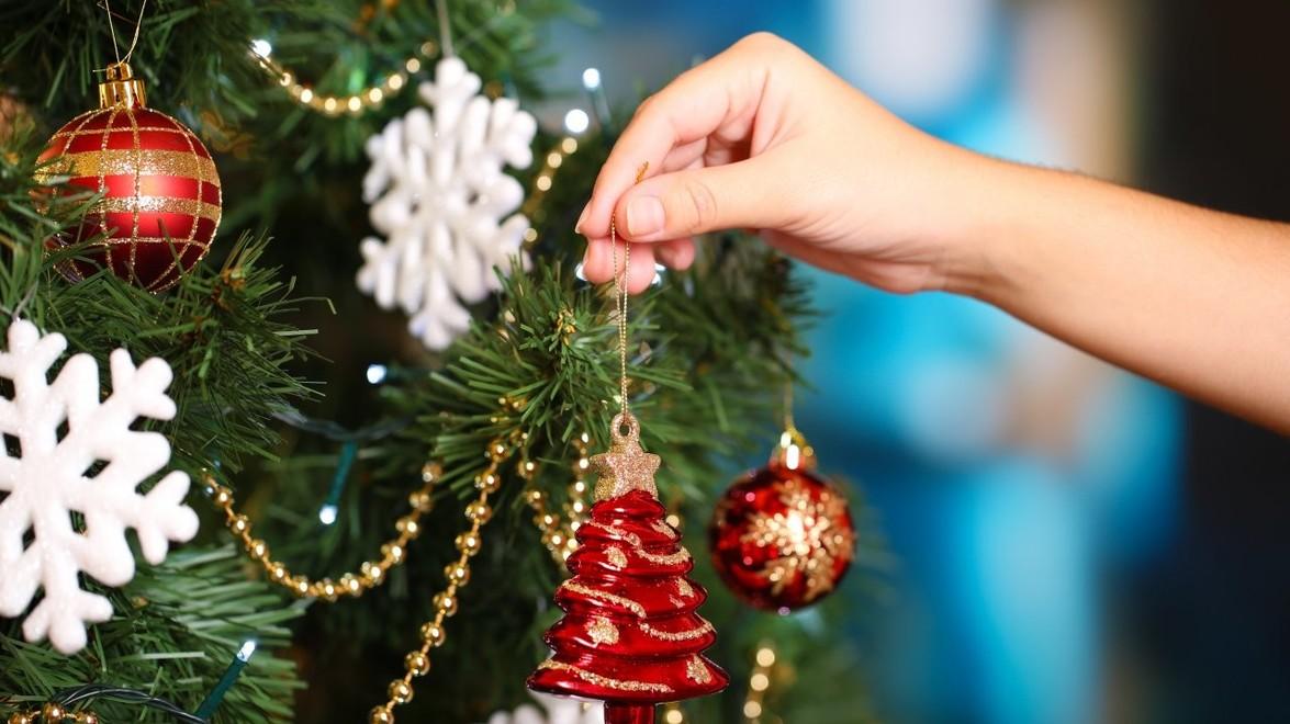Christmas Trees:  Fresh vs. Artificial